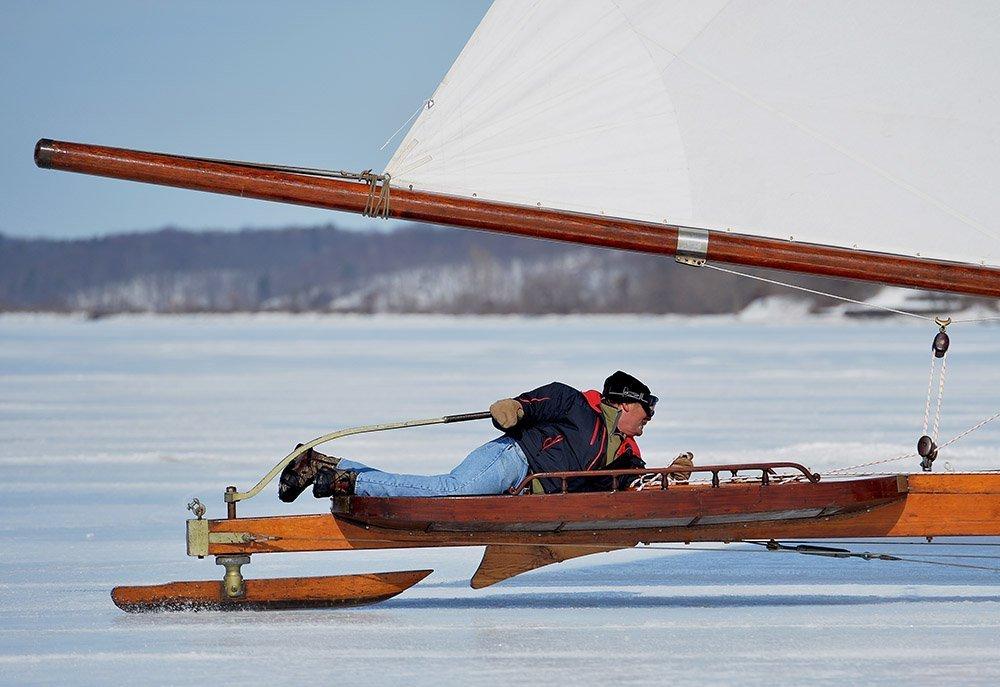 Ice boat é um barco projetado para rodar sobre o gelo