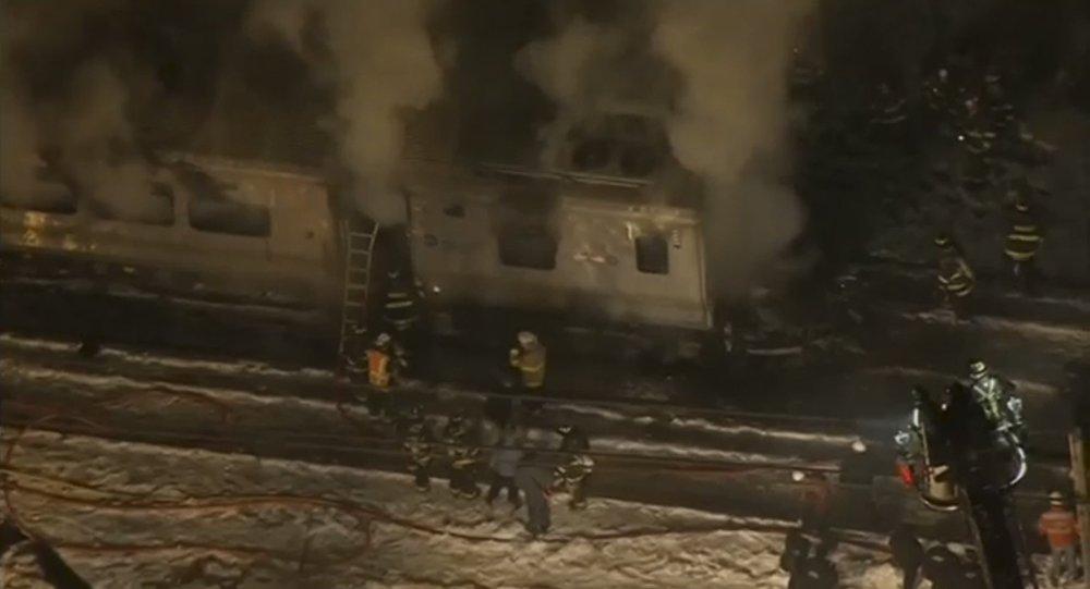 Acidente envolvendo trem e automóvel deixa pelo menos seis mortos em Nova Iorque