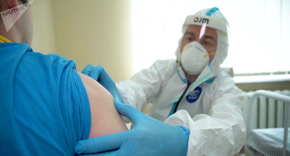 Rússia deverá iniciar vacinação em massa contra COVID-19 em outubro