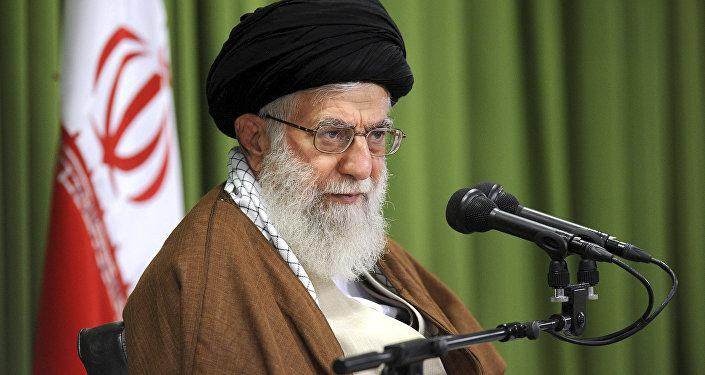 Líder supremo iraniano, Ali Khamenei, discursa em reunião em Teerã, Irã, outubro de 2017