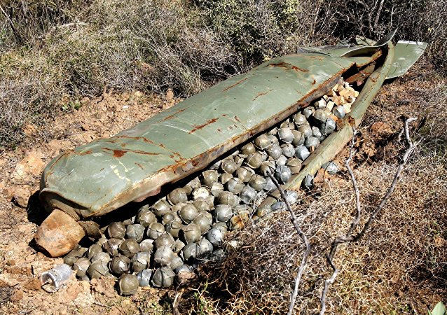Bombas de fragmentação lançadas por aviões militares israelenses durante guerra entre o Hezbollah e Israel