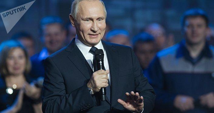 Presidente russo, Vladimir Putin, discursa perante funcionários da fábrica GAZ em Nizhny Novgorod, 6 de dezembro de 2017