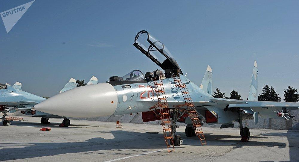Avião russo na base aérea de Hmeymim, na Síria