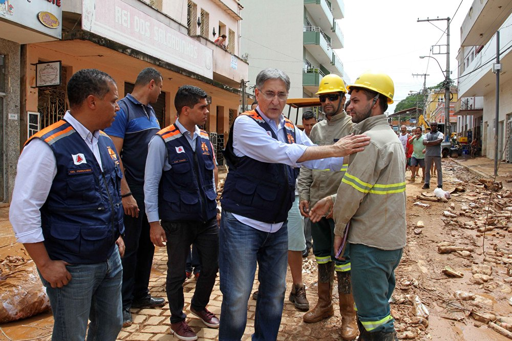 O governador de Minas Gerais, Fernando Pimentel (PT), visitou o local.