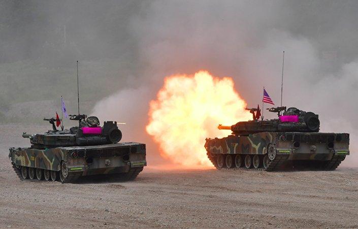 Tanques durante manobras militares entre os EUA e a Coreia do Sul (foto de arquivo)