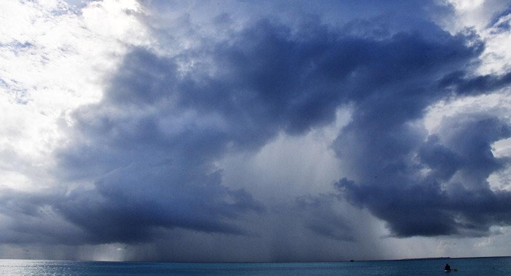 Nuvens sobre oceano (imagem ilustrativa)