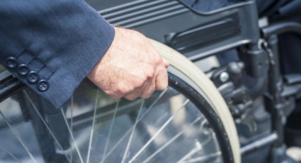 Homem em cadeira de rodas (foto referencial)