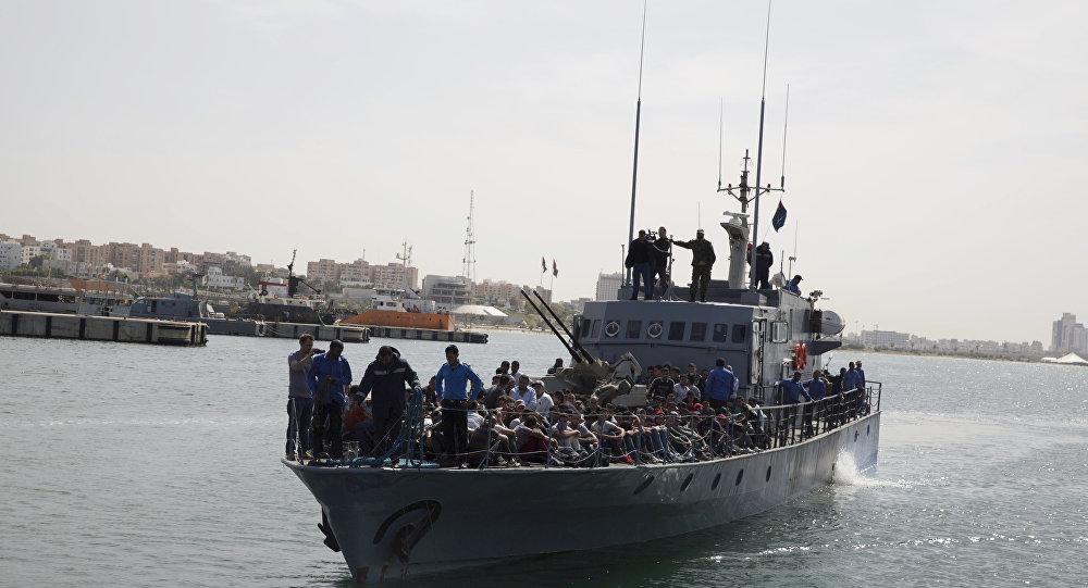 Migrantes líbios chegam a Trípoli