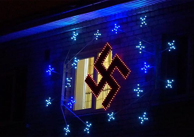 Suástica virou decoração natalina em cidade da Letônia