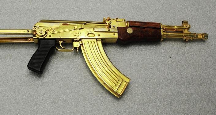 Um Kalashnikov de ouro (arquivo)