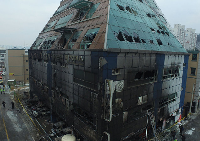 Prédio de oito andares destruído por incêndio na cidade sul-coreana de Jecheon