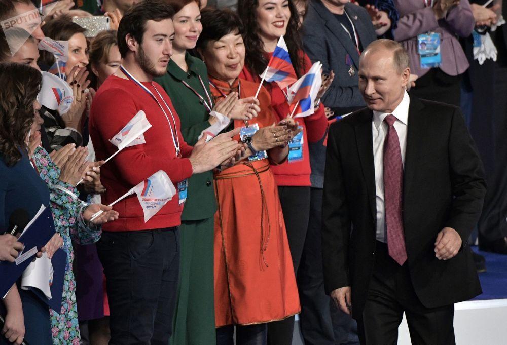 O presidente russo, Vladimir Putin, no fórum da Frente Popular Russa Rússia dirigida ao futuro, em 19 de dezembro