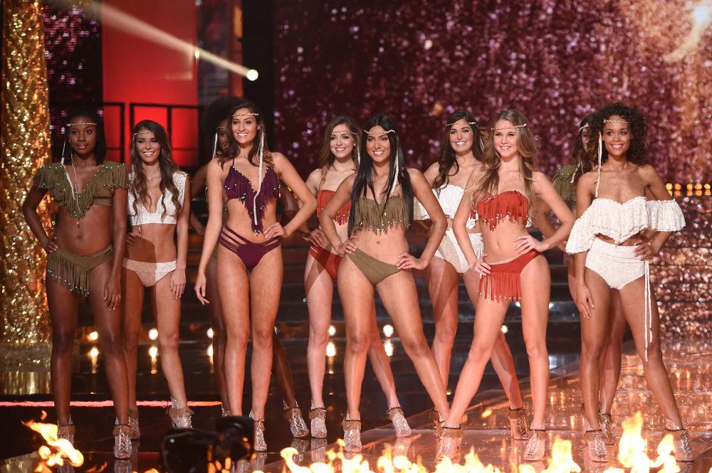 Competidoras participam do concurso Miss França 2018, na localidade de Chateauroux, no centro do país, em 16 de dezembro de 2017