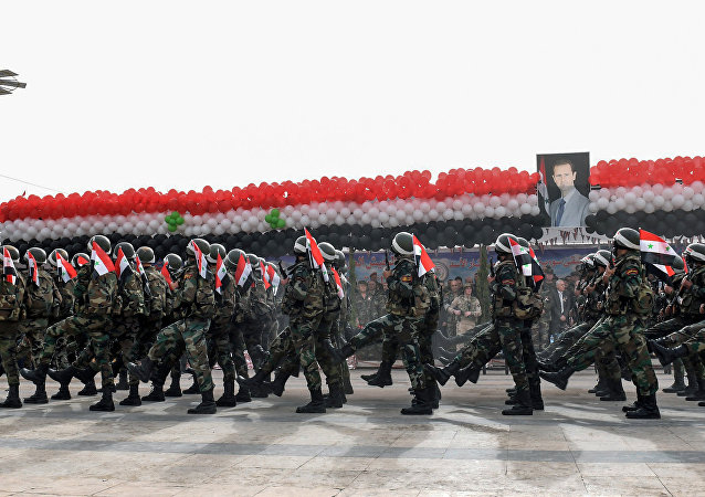 Soldados sírios durante o desfile organizado pelo presidente do país, Bashar Assad, que marca o primeiro aniversário da retomada de Aleppo, 21 de dezembro de 2017