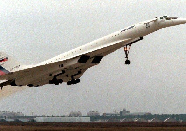 O avião passageiro supersônico Tu-144