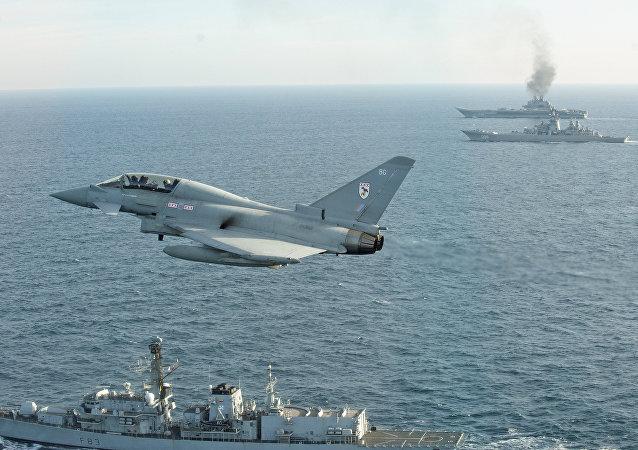 Marinha e Força Aérea do Reino Unido acompanham navios russos (foto de arquivo)
