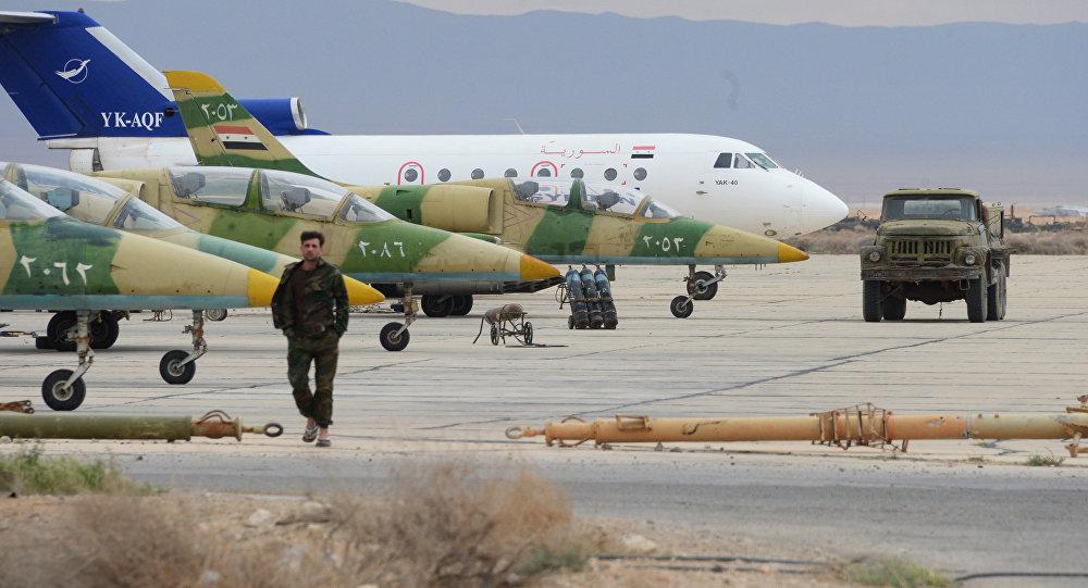 Aviões L-39 da força aérea do exército sírio (SAA) em um aeroporto a 50 km de Palmira
