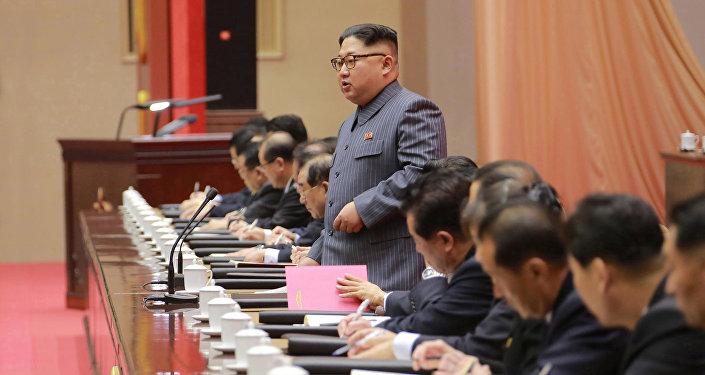 Líder norte-coreano, Kim Jong-un, discursando na 5a conferência do Partido dos Trabalhadores da Coreia
