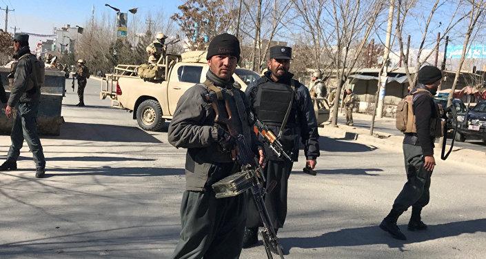 Polícia afegã perto do local da explosão, 28 de dezembro de 2017 em Cabul