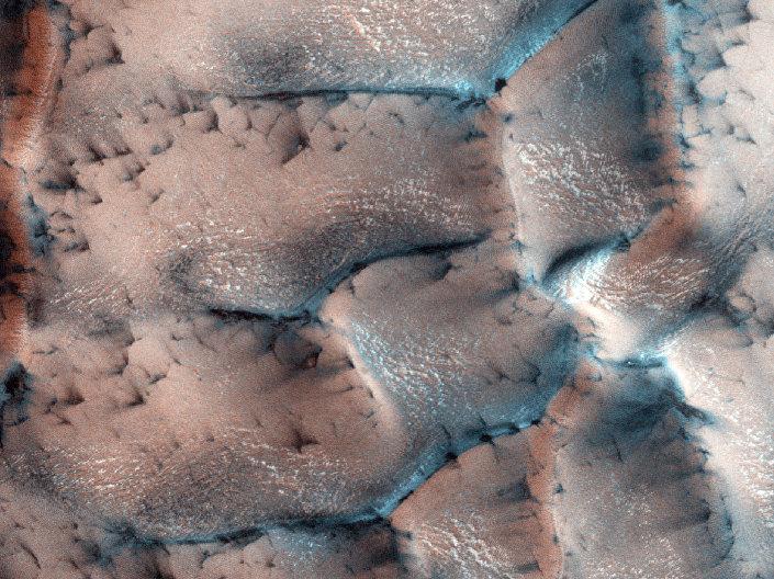 Neve cobre a superfície de Marte