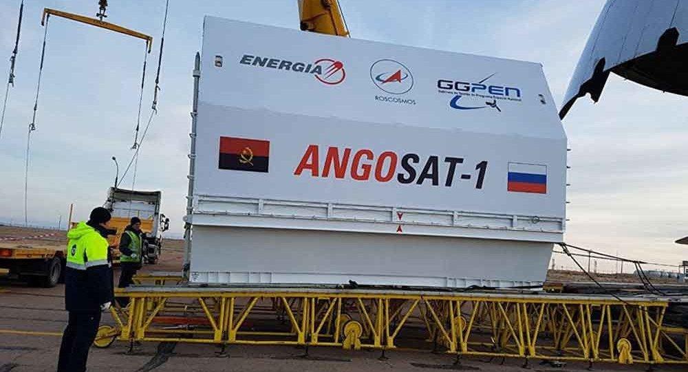 Aparelho espacial AngoSat-1 sendo transportado ao cosmódromo Baikonur