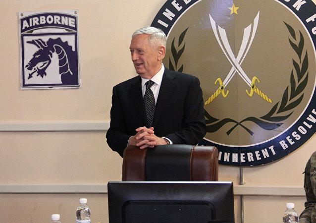 James Mattis durante su visita a Irak