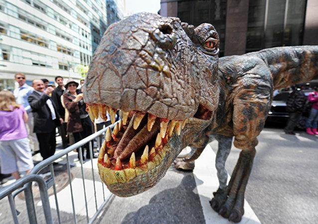 Figura do Tyrannosaurus rex, durante a promoção da peça teatral Caminhando com Dinossauros: The Arena Spectacular, Nova York (foto de arquivo)