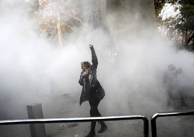 Estudantes protestam na Universidade de Teerã