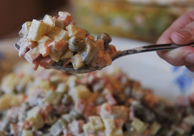 Salada Olivier à russa (foto de arquivo)