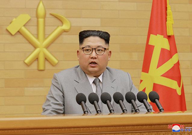 Kim Jong-un, líder norte-coreano, discursando no Réveillon