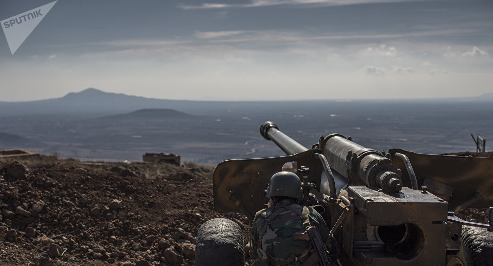 Soldado sírio observa território (imagem referencial)