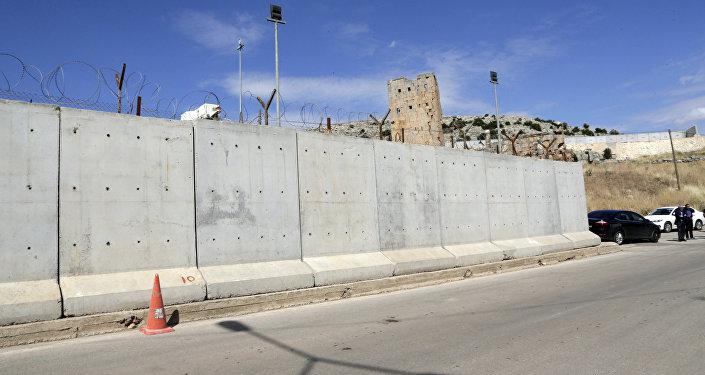 Foto de 24 de maio de 2017 mostra parte recém construída do muro entre Turquia e Síria.
