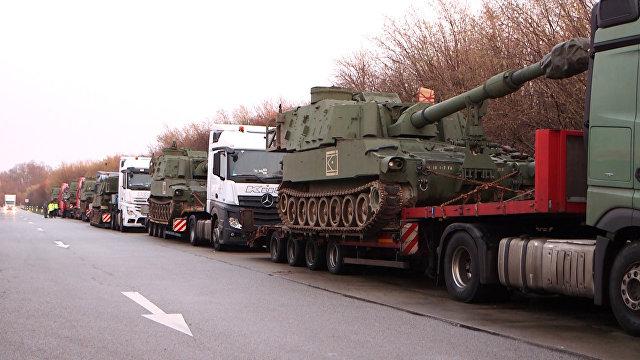 Resultado de imagem para Polícia rodoviária alemã parou um comboio de transporte com obuses norte-americanos M109