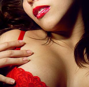 Mulher com lingerie (imagem referencial)