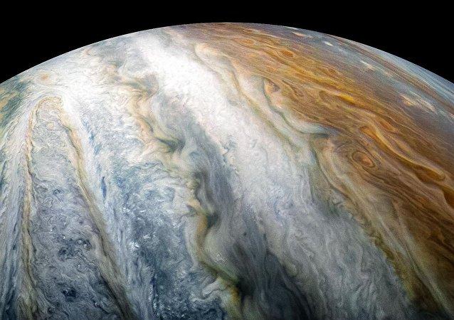 Nuvens de Júpiter tiradas pela sonda espacial Juno (imagem referencial)