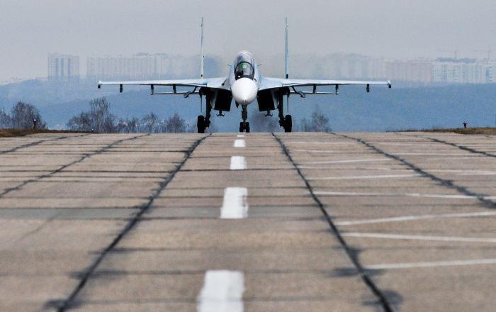Caça multifuncional Su-30SM no polígono de Pogonovo, na região de Voronezh, onde se realizaram os voos de treinamento