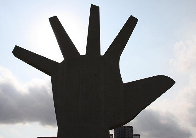 Mão, escultura de Oscar Niemeyer
