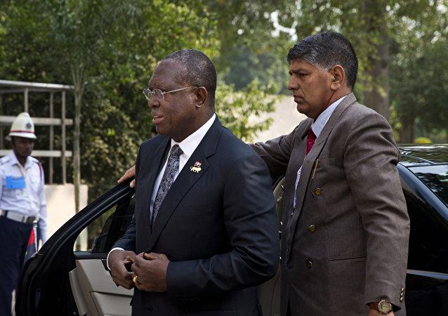 Ex-vice-presidente angolano, Manuel Domingos Vicente, antes da sessão da cúpula do Fórum Índia África (IASF) em Nova Deli, 29 de outubro de 2015