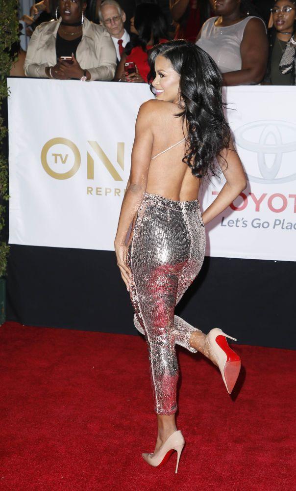 Atriz Claudia Jordan aparece no tapete vermelho na abertura do evento NAACP Image Awards, na Califórnia, EUA, em 15 de janeiro de 2018