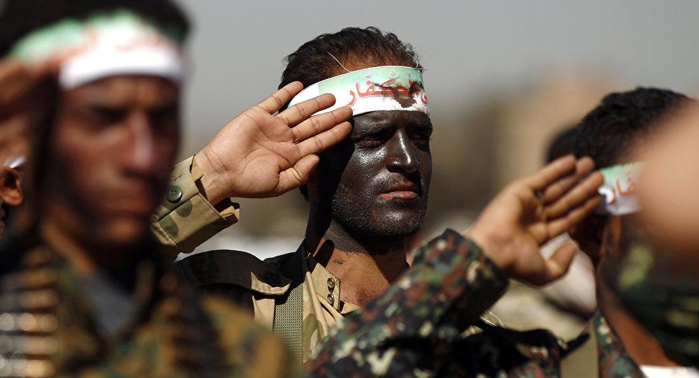 Novos recrutas houthis na capital iemenita Sanaa