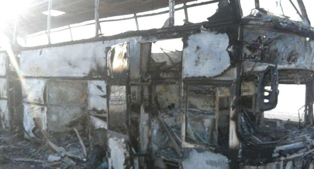 Autocarro incendeia-se e faz pelo menos 52 mortos