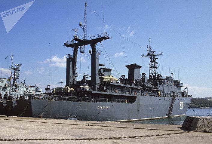 Navio de comando Slavutich.