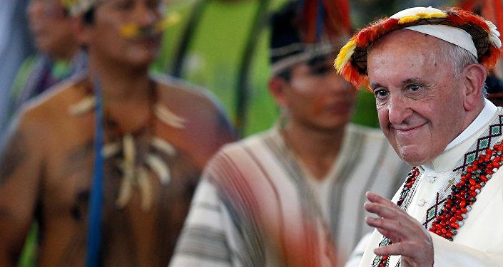 Papa Francisco em reunião com povos indígenas em Puerto Maldonado, Peru.