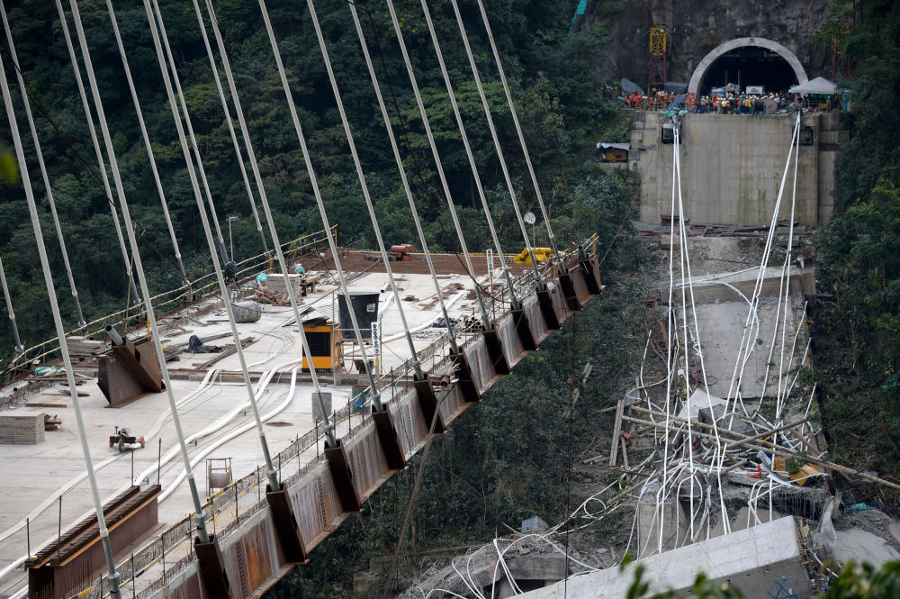 Ponte que liga Bogotá e a cidade de Villavicencio desaba na Colômbia