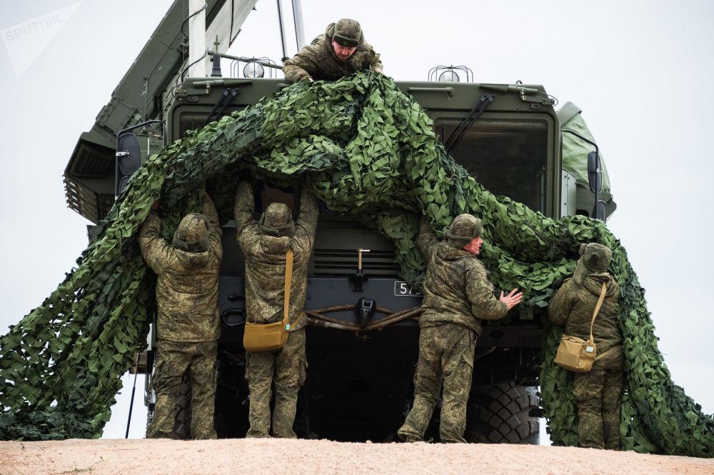 Sistema antiaéreo S-400 Triumph entra em serviço para proteger as fronteiras aéreas russas em Sevastopol