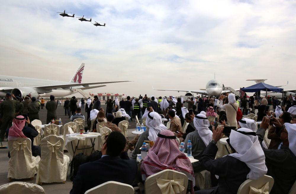 Helicópteros da Força Aérea do Kuwait participam do show