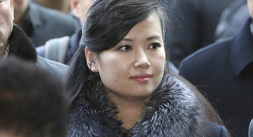 Pop star norte-coreana Hyon Song-wol lidera a delegação da Coreia do Norte que vistoriou instalações sul-coreanas em 20 de janeiro de 2018
