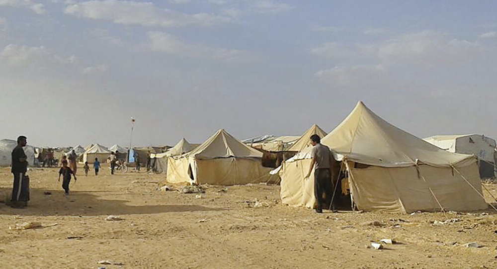 Syrians walk through the Ruqban refugee camp in Jordan's northeast border with Syria (File)