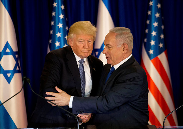 U.S. President Donald Trump and Israel's Prime Minister Benjamin Netanyahu shake hands as they deliver remarks before a dinner at Netanyahu's residence in Jerusalem May 22, 2017
