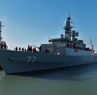 Destróier iraniano Damavand durante sua visita ao porto da cidade russa de Makhachkala, no mar Cáspio.